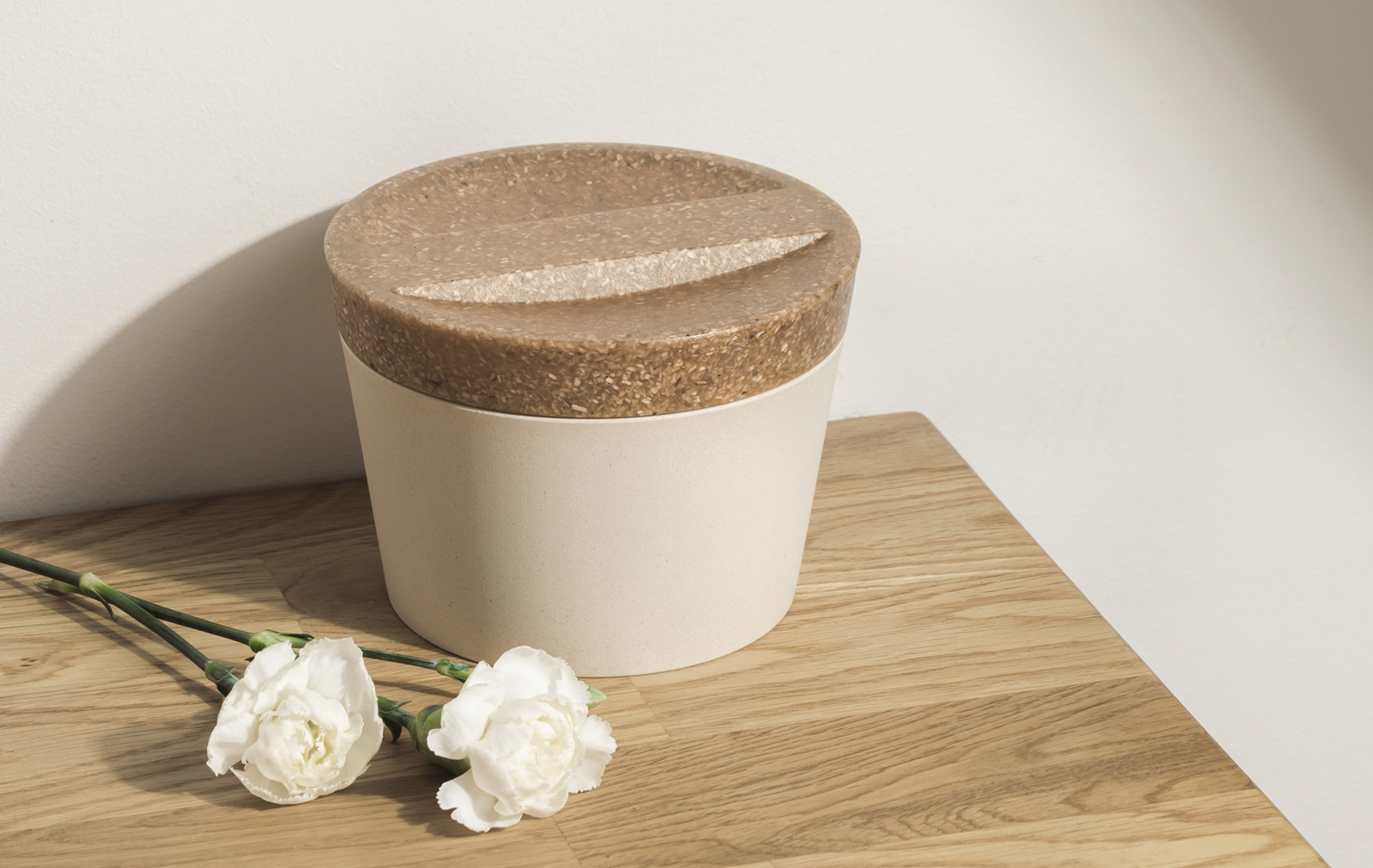 Eco-friendly pet urn made of Sulapac Universal material